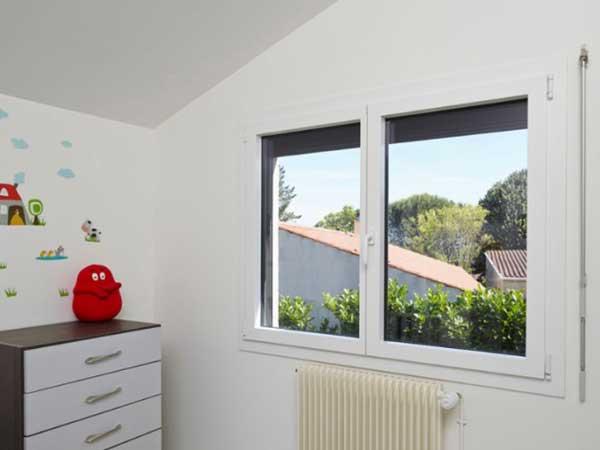 pose Fenêtre SY MA PVC dans chambre d'enfants