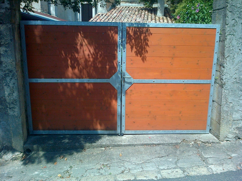 portail en bois et metal steelword par menuiseries du littoral