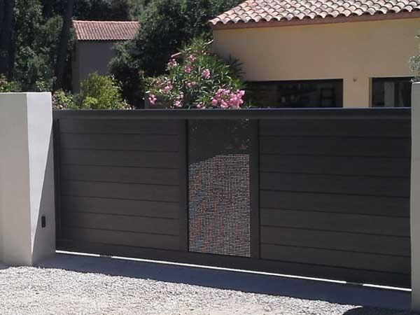 Portail de clôture coulissant alu