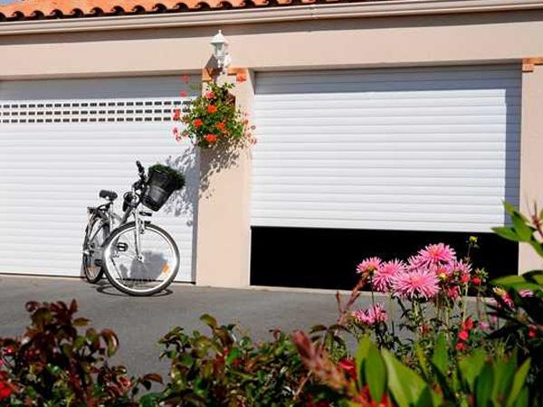 Porte de garage enroulable EXCELIS blanc par menuiserie du littoral montpellier