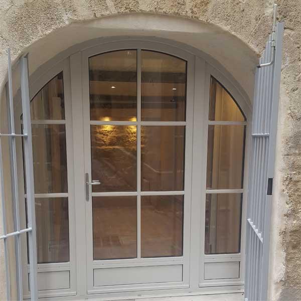 Porte-fenêtre cintrée en bois
