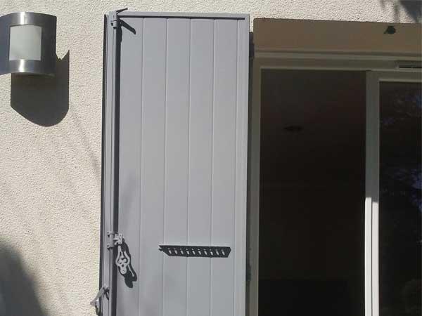 Volet battant aluminium pour porte fenêtre