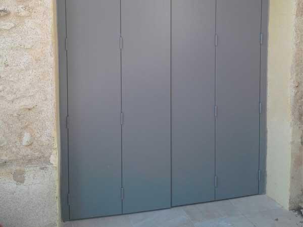volet battant bois multi plis gris