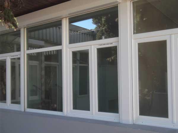Fenêtre PVC Blanc et Volets Roulants rénovation