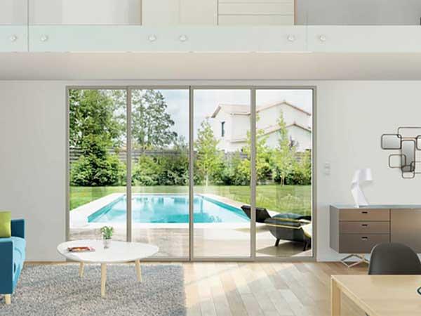 Porte-fenêtre simple sybaie dans maison