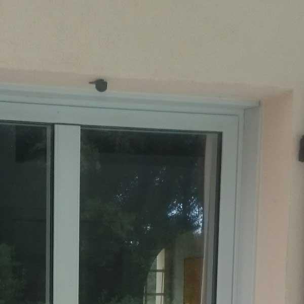 Porte-fenêtre en alu gris