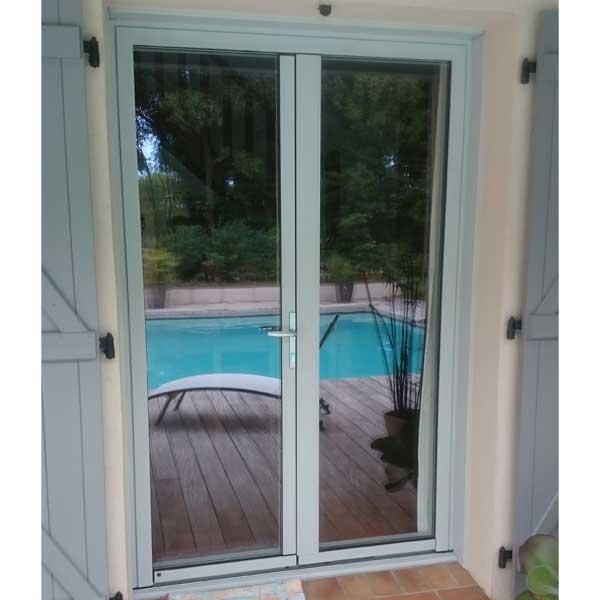 Porte-fenêtre en alu gris avec poignée extérieure